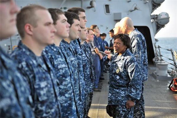 美海军更换制服